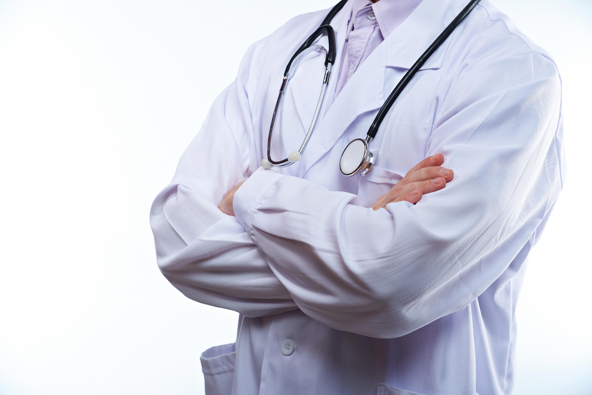 Contratación de médicos contra COVID-19 por 6 meses, no más