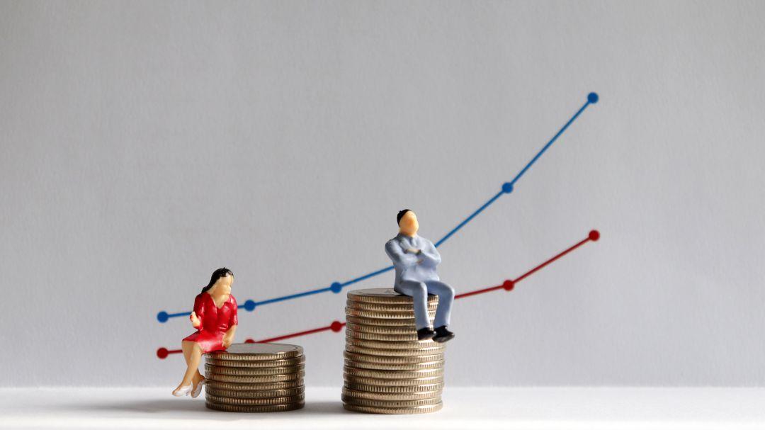 Crece empleo de salario bajo en mujeres