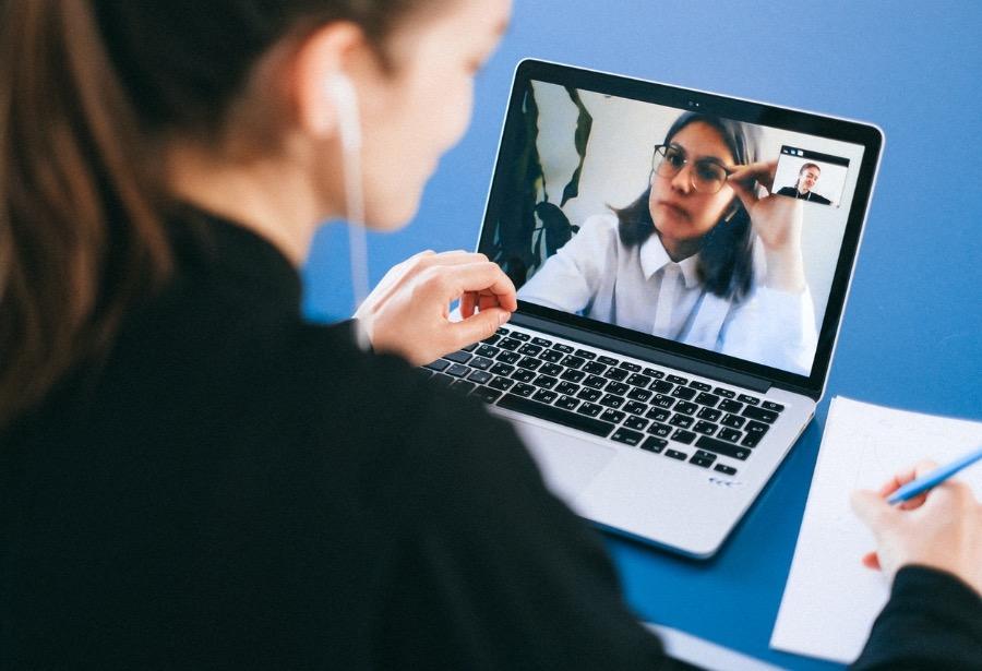 """Despedir por videoconferencia, ¿tendencia de la """"nueva normalidad"""" laboral?"""