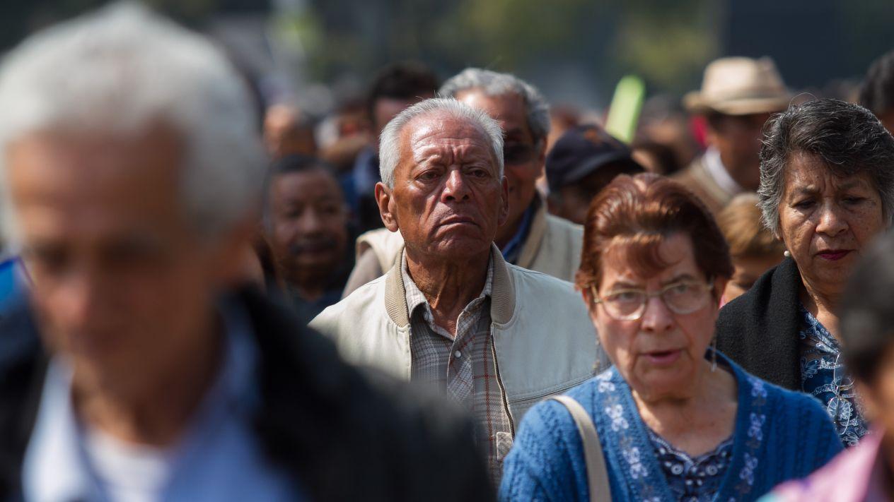 El pago de pensiones ponen de rodillas a México