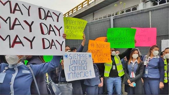 Empleados de Interjet se manifiestan afuera del AICM; exigen pago de salarios
