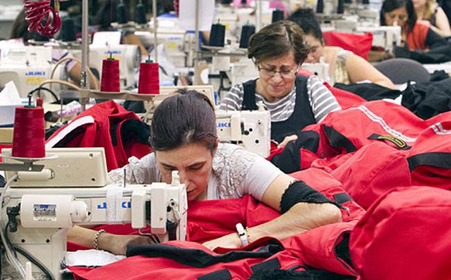 Empleo en manufactura liga repunte de 3 meses