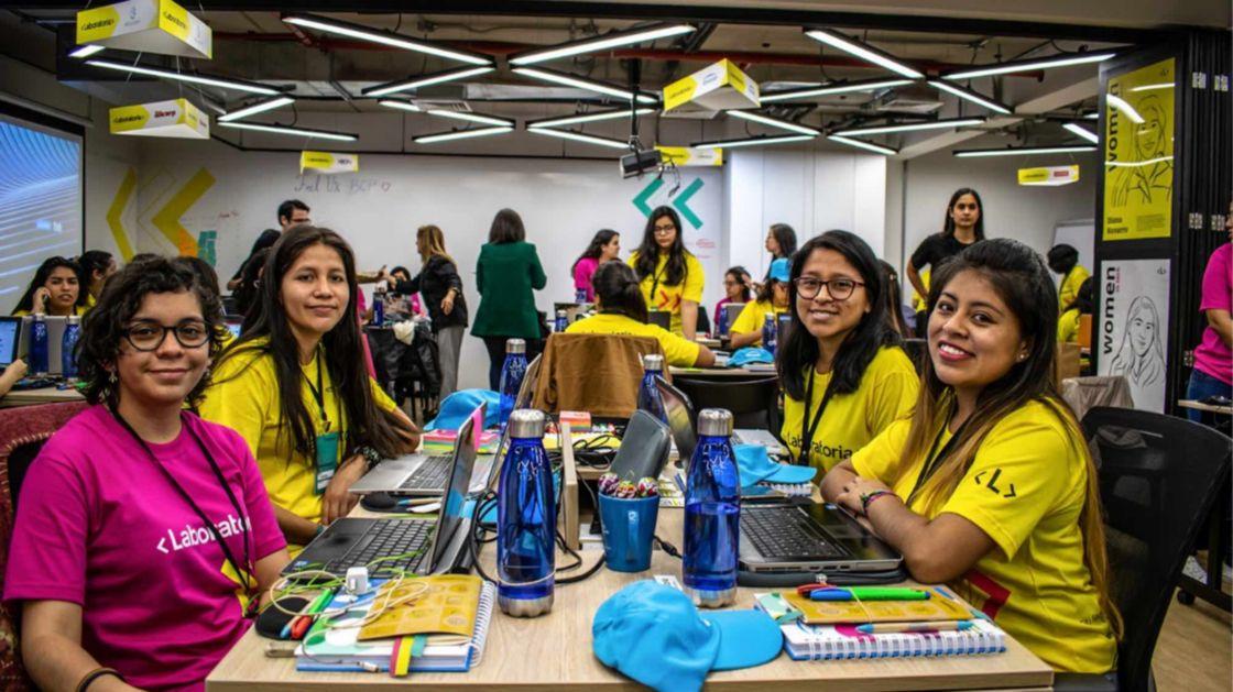 Empleos en tecnología, en auge; que las mujeres lo aprovechen: Laboratoria