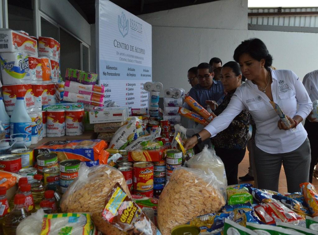 Entregan préstamos y apoyos del ISSSTE a damnificados de Sinaloa