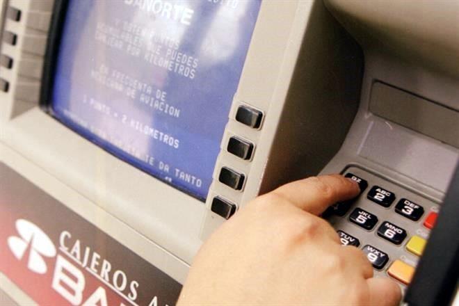 Evidencian brecha en cobros bancarios