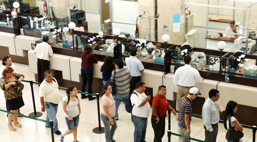 Inician trabajadores de la banca de Brasil huelga