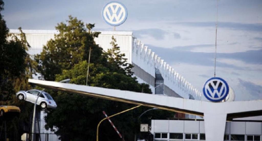 Logra VW México acuerdo de revisión con sindicato