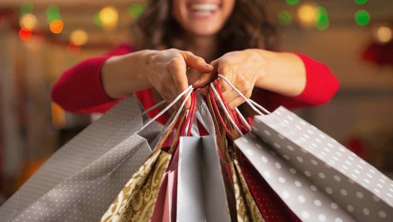 Mexicanos gastan aguinaldo en cenas y regalos... ¿Y la salud?
