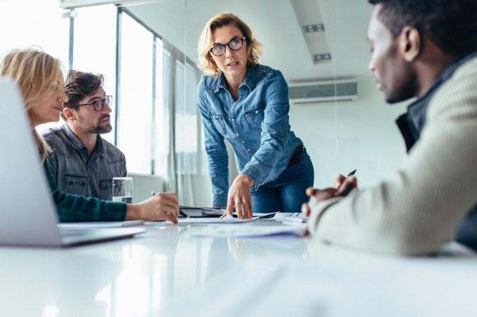 Mujeres deben ocupar más cargos directivos en empresas
