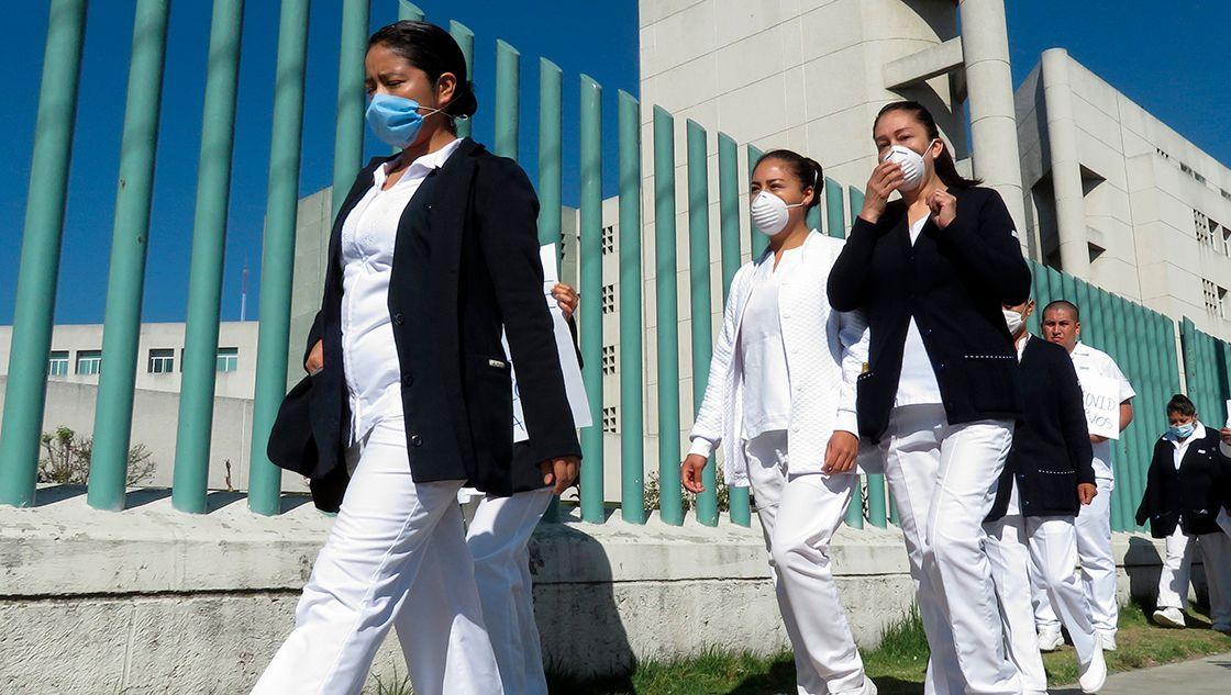 No se vacunará a todo el personal de salud por ahora, solamente a  los de primera línea