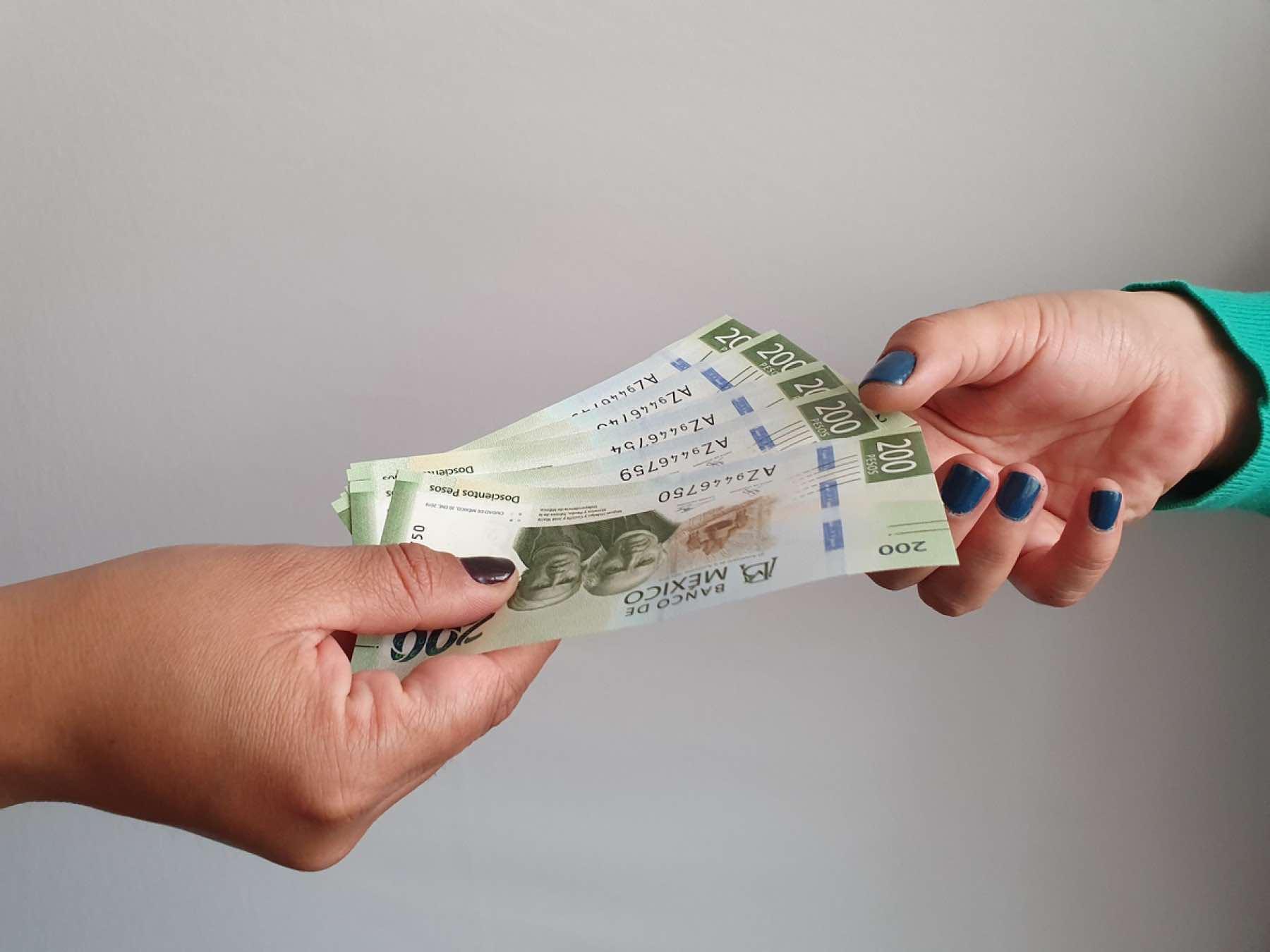 Nuevo confinamiento pegará a trabajadores: prevén recortes salariales y de plantillas