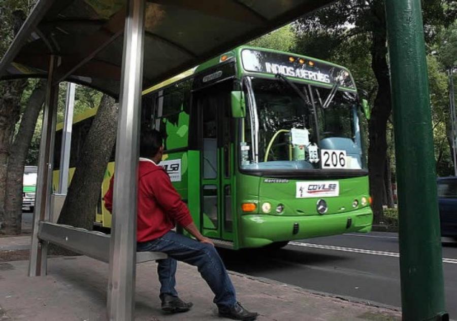 Piden  bono de transporte público para trabajador