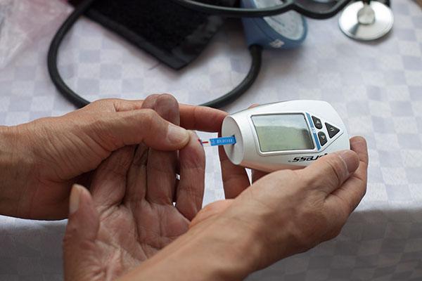 Presenta UNAM medidor de glucosa