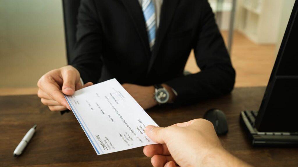 Prima de antigüedad debe pagarse, aunque no lo demande el trabajador