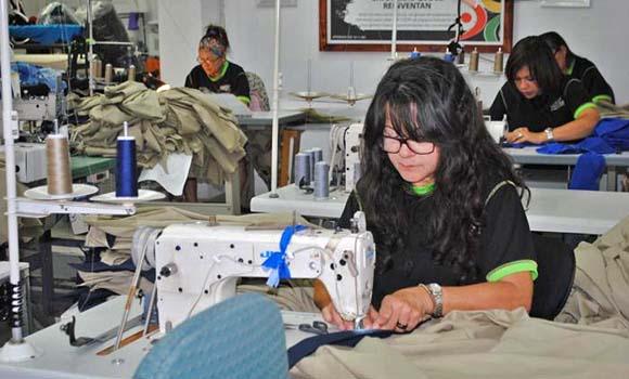 Quedan sin empleo 50 mil costureras