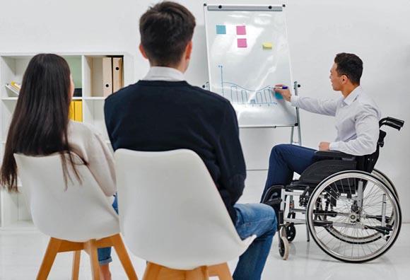 ¿Sana distancia en el trabajo? Realidad casi imposible si tienes una discapacidad